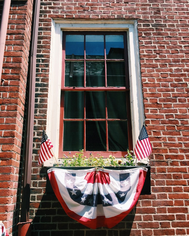 American window in Elfreth's Alley, Philadelphia